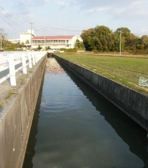 農業用水路調査の様子1 ~用水路の種類と特徴~